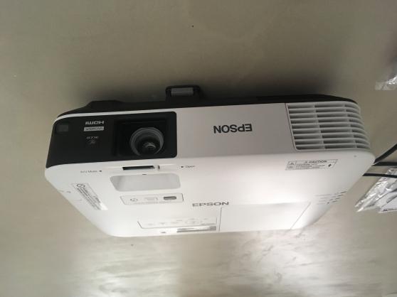 Projecteur Epson EB-2155W professionnel