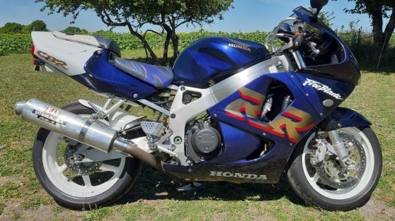 Moto honda sportif