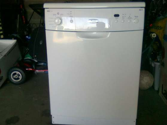 VENDS LAVE VAISELLE WHIRLPOOL ADP 6638