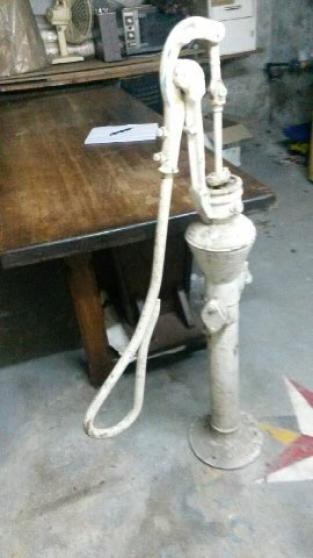 Pompe à eau ancienne - Photo 2