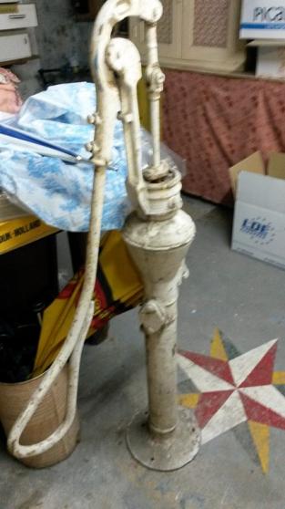 Pompe à eau ancienne - Photo 3