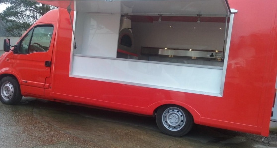 Annonce occasion, vente ou achat 'Camion Pizza Renault Master 2.5DCI'