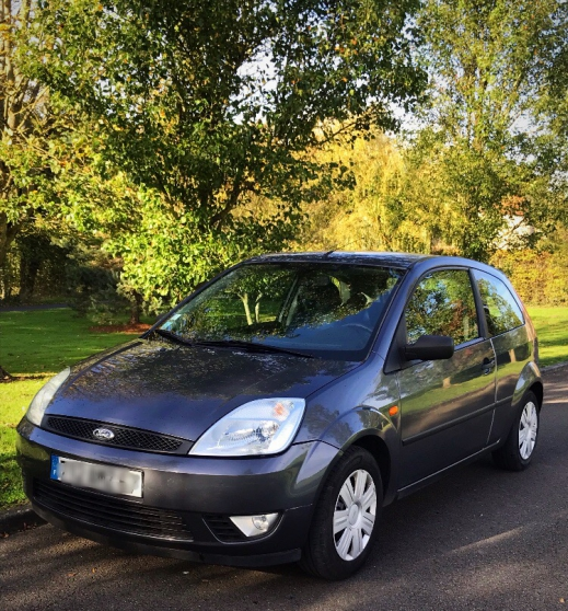 Ford fiesta 1,3 ie 5 places moteur a cha