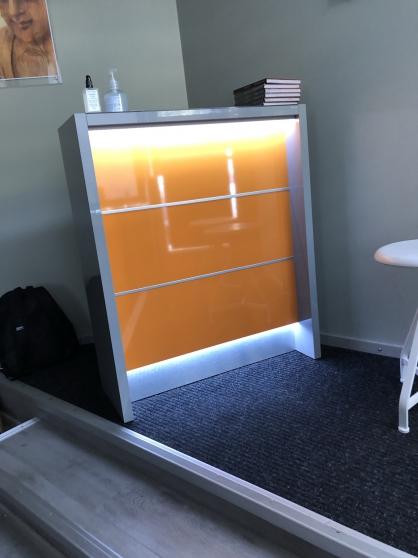 Petite banque de reception lumineuse - Photo 3