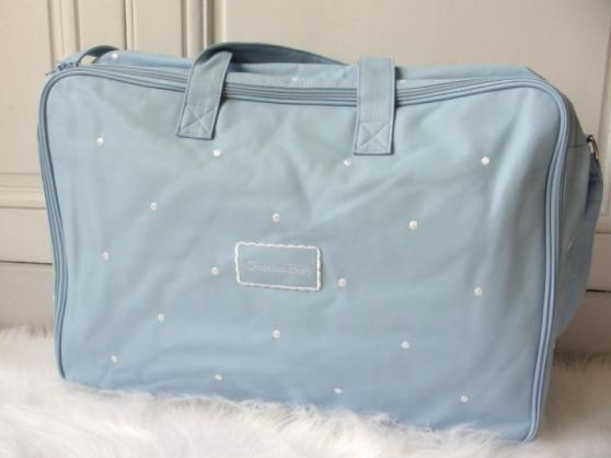 Annonce occasion, vente ou achat 'Valise Bébé - Valise Bleu à Pois Blancs'