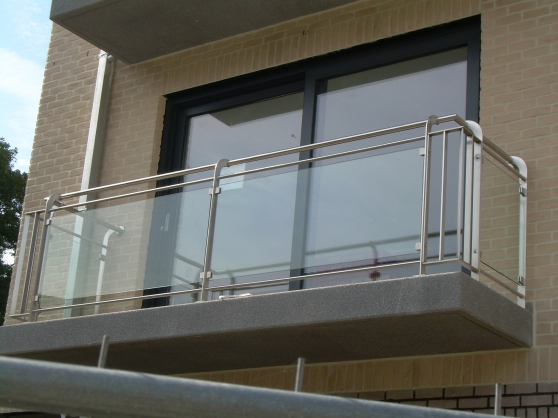 balustrades escalier en acier metal mat riaux de. Black Bedroom Furniture Sets. Home Design Ideas