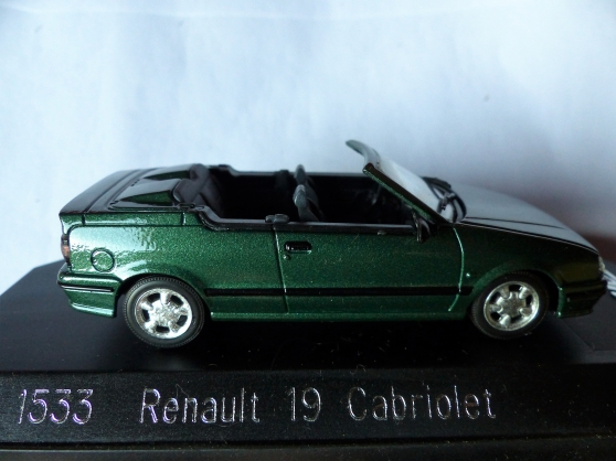2 miniatures RENAULT R18- R4 F4 SOLIDO