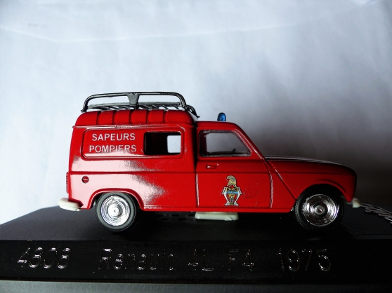 2 miniatures RENAULT R18- R4 F4 SOLIDO - Photo 3