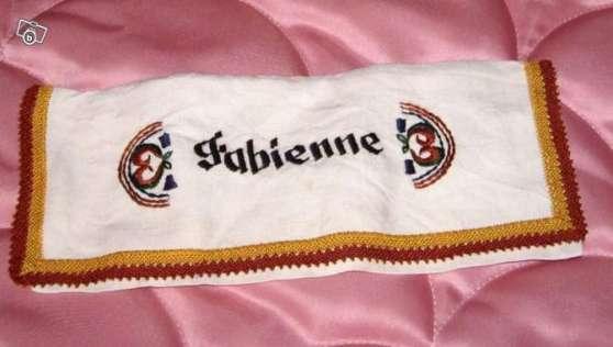 porte serviette brodé Fabienne
