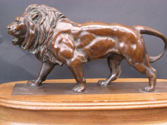 Lion marchant Barye.Sculpture ancienne .