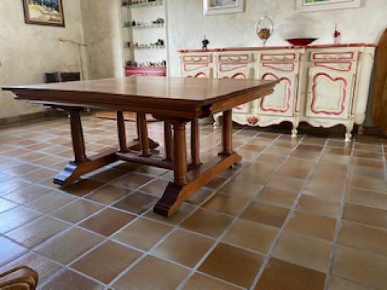 Table salle à manger en noyer massif