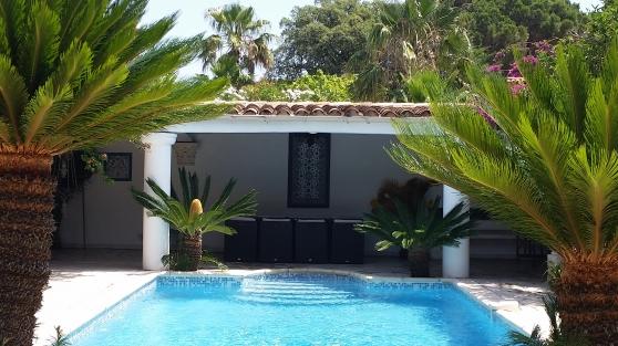Belle maison, piscine privée à 150 mètre