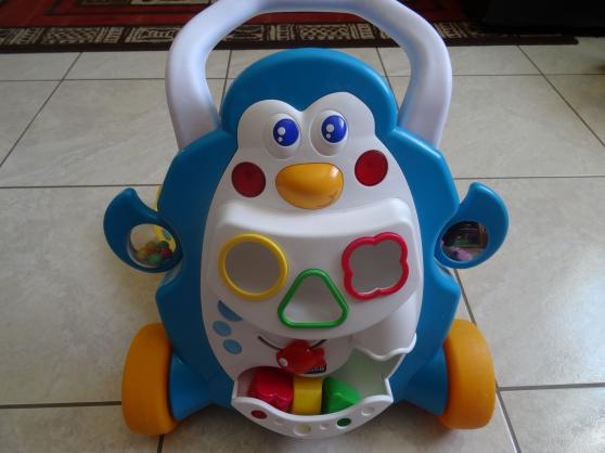 trotteur chicco nino pingouin premier jouets jeux trotteurs pau reference jou tro tro. Black Bedroom Furniture Sets. Home Design Ideas