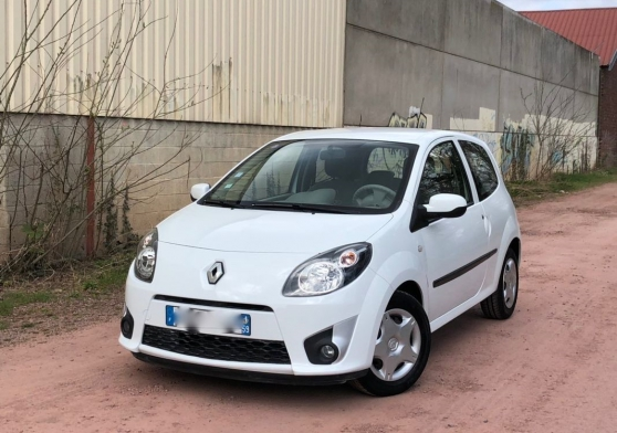 RENAULT TWINGO - Photo 1
