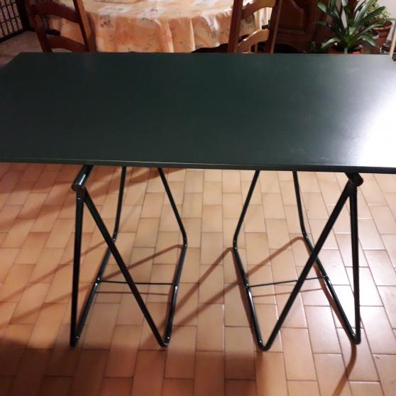 Table de bureau + 2 tréteaux pliables en