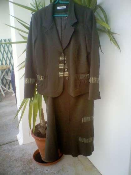 Tailleur trés chic veste et jupe C.laure
