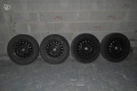 4 pneus hiver sur jante 185 60 r15 modus auto accessoires pneus givet reference aut pne 4 p. Black Bedroom Furniture Sets. Home Design Ideas