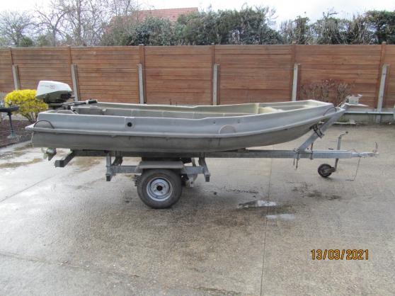 barque moteur remorque