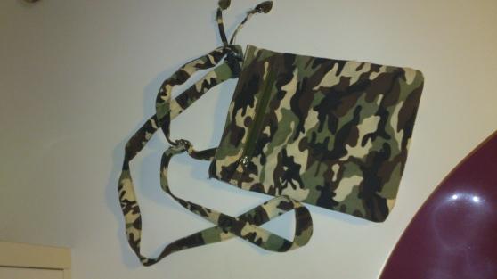 Petite pochette style militaire 24 * 20