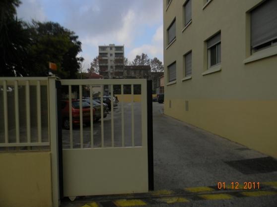 Toulon st jean du var parking a louer toulon immobilier for Box garage a louer creteil