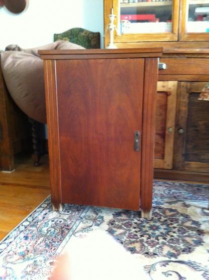 Annonce occasion, vente ou achat 'machine à coudre avec son meuble'