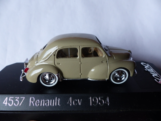 Annonce occasion, vente ou achat '2 miniatures SOLIDO RENAULT-PANHARD 1/43'