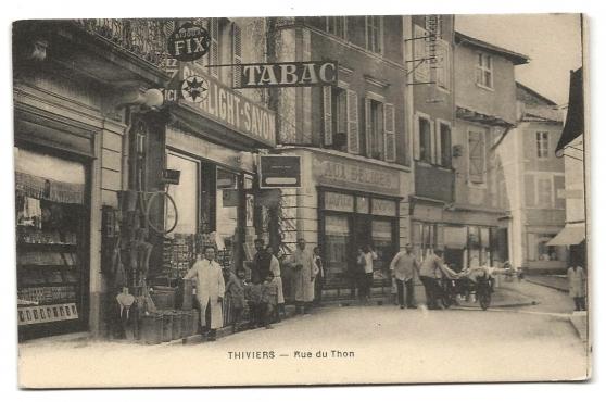 CPA - THIVIERS (24) Rue du Thon (animé)