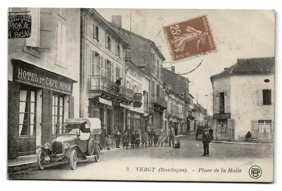 CPA - VERGT (24) - Place de la Halle