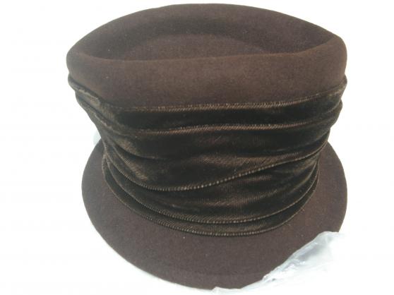 Petite Annonce : Chapeau - Chapeau de luxe marron   ruban velour autour du chapeau   achete
