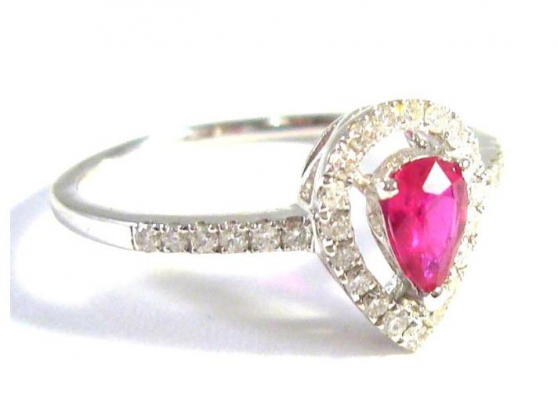Annonce occasion, vente ou achat '18 kt gold ring with diamonds and rubies'