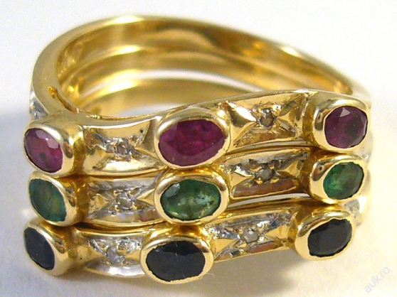 Stackable 14 kt gold ring with diamonds