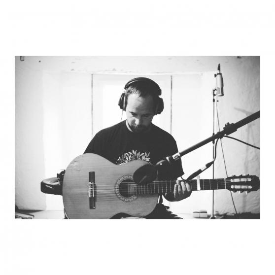 donne cours de guitare sur rennes - Annonce gratuite marche.fr