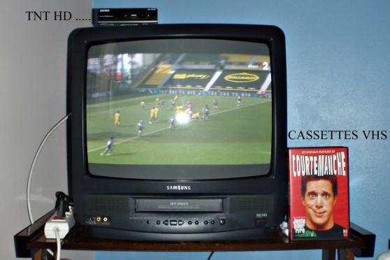 Téléviseur combiné magnétoscope VHS