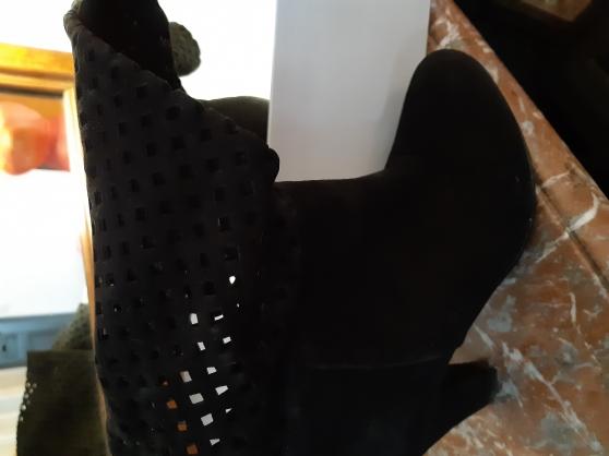 Annonce occasion, vente ou achat 'Bottes en daim noir'