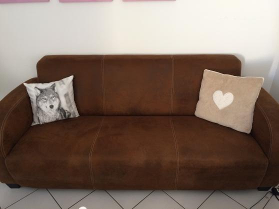 vends canap 3 places en su dine marron montpellier meubles d coration canap s montpellier. Black Bedroom Furniture Sets. Home Design Ideas