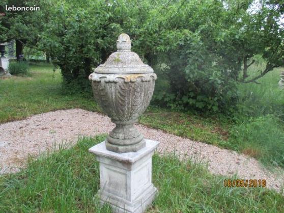 Grande urne aux volutes