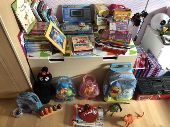 Lot de jouets + tapis IKEA pour enfant