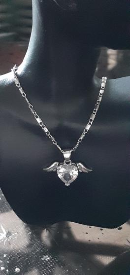 Joli pendentif Cœur strass et ailes d\'An - Photo 2
