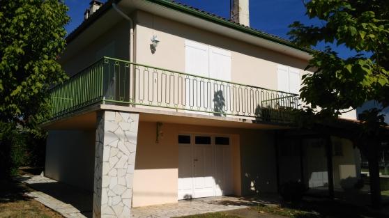 Petite Annonce : Maison à étage - Je vends une maison à étage année 62/64 en pierres sur la commune de