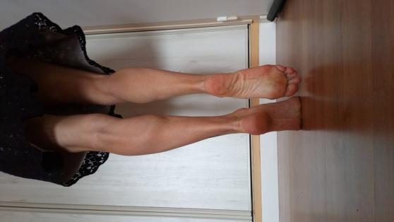 Jolie pieds femme 24 ans taille 37