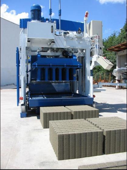 Machine mobile à blocs de béton E-12