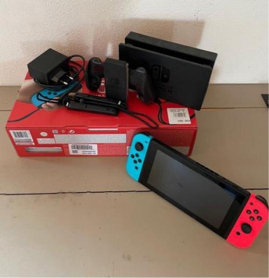 Nintendo Switch V2 lot avec 5jeux