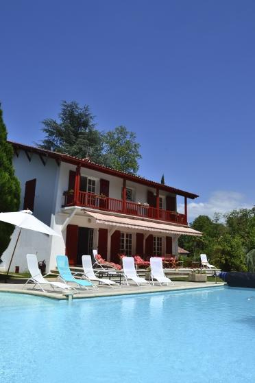 magnifique villa basque proche biarritz biarritz immobilier a vendre villas biarritz. Black Bedroom Furniture Sets. Home Design Ideas