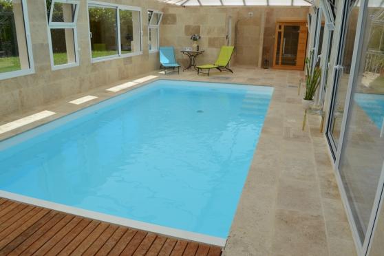 Périgourdine récente, piscine intérieur