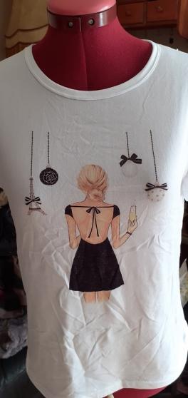 Tee-shirt femme motif chaussures à talon - Photo 3