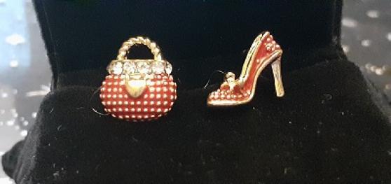 Annonce occasion, vente ou achat 'Boucles d\'oreilles originales sac & chau'