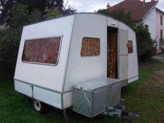 Caravane pliante brive la gaillarde caravanes camping for Caravane chambre 19 meubles