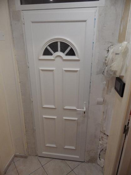 Porte d 39 entr e pvc mat riaux de construction portes for Brocante aulnay sous bois