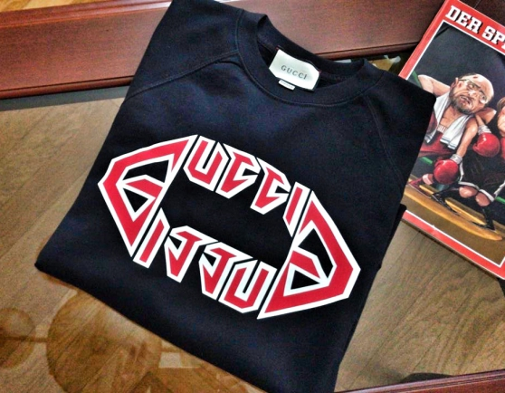 "Neuf Gucci GG Tee-shirt ""S"" logo; Fendi"