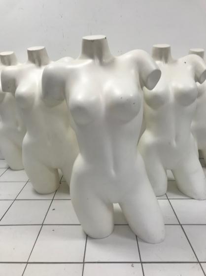 Annonce occasion, vente ou achat 'Buste mannequin femme en fibre de verre'